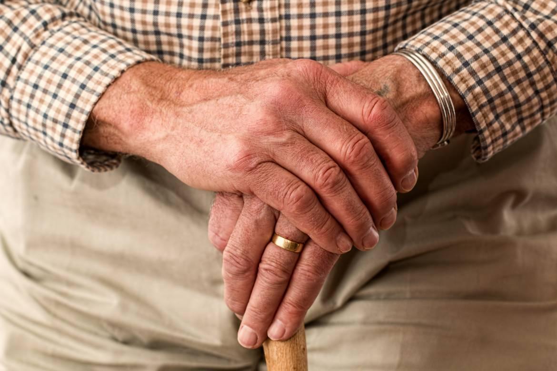 hands-981400.jpg